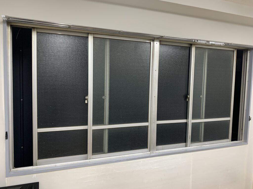浦和駅前教室窓2